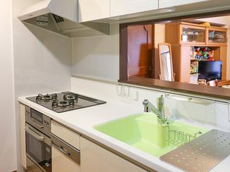 キッチンリフォーム 可愛いカラーが調理を楽しくするキッチン