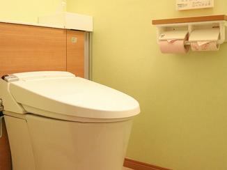 トイレリフォーム ゆったりとした空間を演出するタンクレス風トイレ