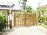 エクステリアリフォームお客様とのコラボで完成!和風建築にぴったりな木目調の門扉